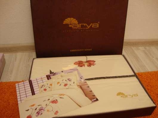 Двуспальный комплект ARYA с вышивкой с 2 парами наволочек