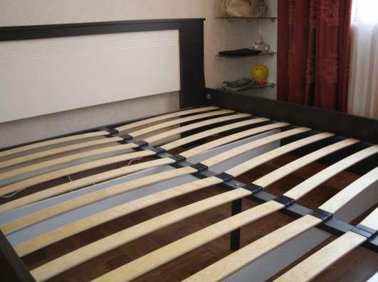 Продам двуспальную кровать с матрасом в Краснодаре Фото 3