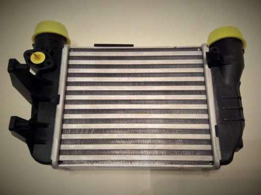 Радиатор интеркулера 8E0145805N VAG Audi A4 в Москве Фото 2