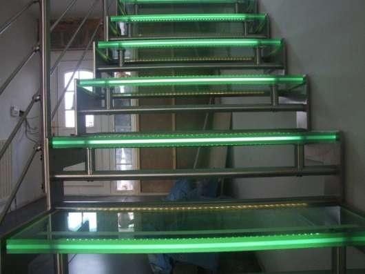 Подсветка перил и лестниц