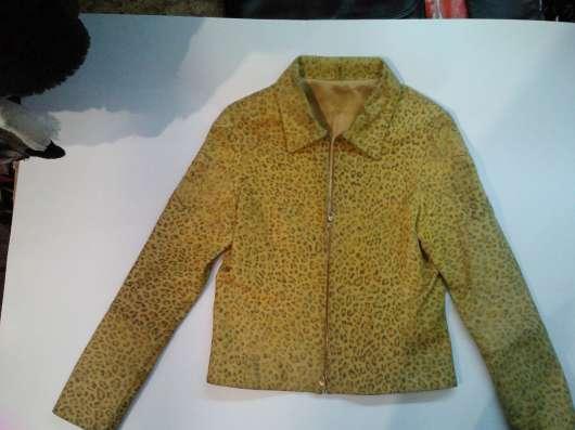 Короткая кожаная женская куртка, б/у, в хорошем состоянии в Барнауле Фото 4