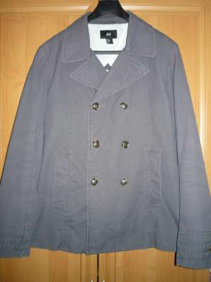 Стильная легкая куртка H&M (M)