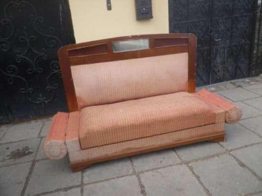 Старинный  диван