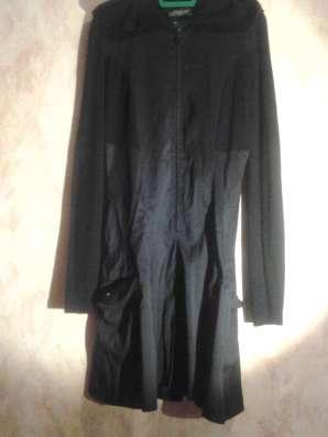 Оригинальное черное платье с капюшоном