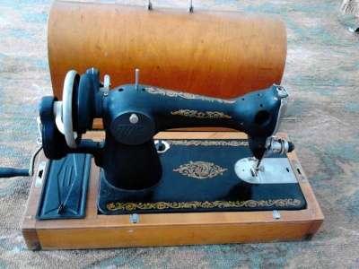 швейную машину Чесно не знаю смотрите на без понятия