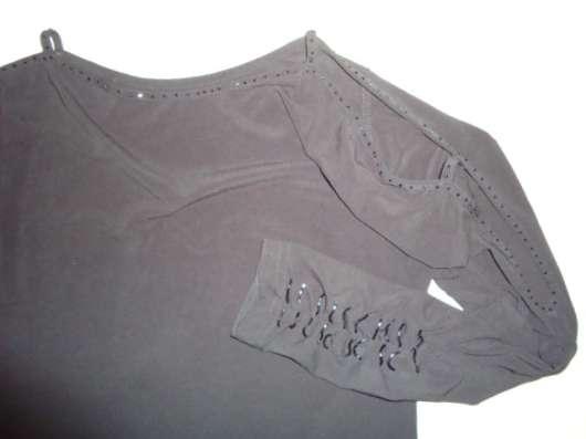 Блузка черная с вырезами на рукавах, р.44
