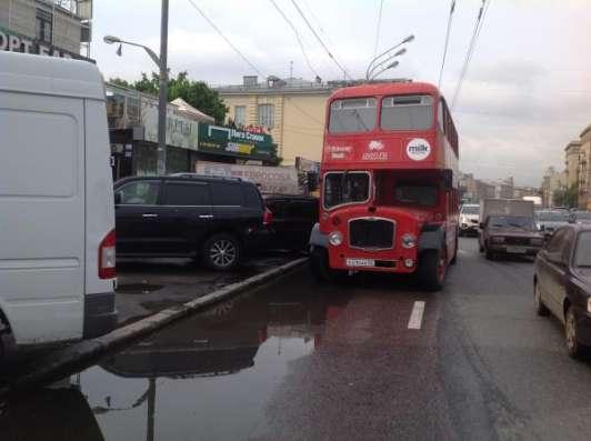 RetroBus – реклама на английском 2-этажном ретро автобусе в Москве Фото 2