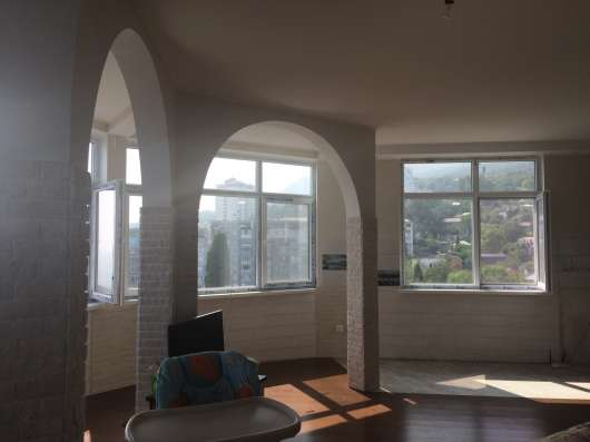 Видовая трехкомнатная квартира в Мисхоре в г. Ялта Фото 3