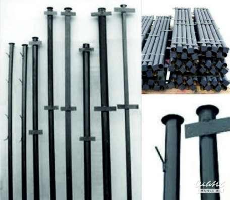 Столбы металлические с крючками и планками